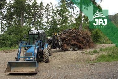 Malotraktor BCS a vyvážačka Vahva Jussi 1500_400 pre obecné lesy