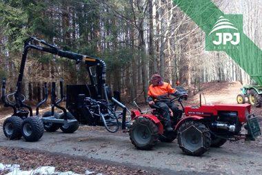 Stredne veľká vyvážačka Vahva Jussi 3000_420 a malotraktor MT8