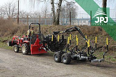 Vyvážečka Vahva Jussi 2000/320 s malotraktorom pre prácu v obecných lesoch