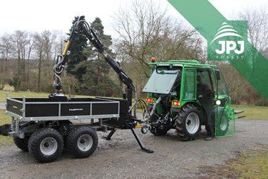 Vyvážacie vlek Vahva Jussi 2000 + / 400 s hydraulickou rukou a hydraulicky sklopnou korbou pre zákazníka s malotraktorom Šálka
